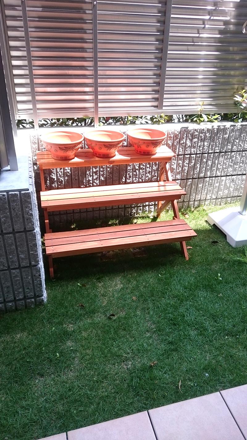 お庭に棚を設置